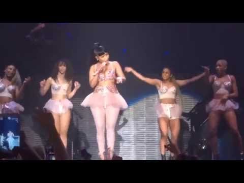 Nicki Minaj - Itty bitty piggy & Hold Yuh - live Manchester 4 april 2015