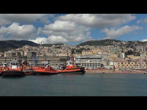 Генуя вид с моря и 20-ти киллометровый порт. Genuya Port.