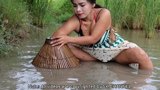 Amazing Fishing at Battambang// Beautiful Girl Fishing //How To Catch Fish By Hand(7)
