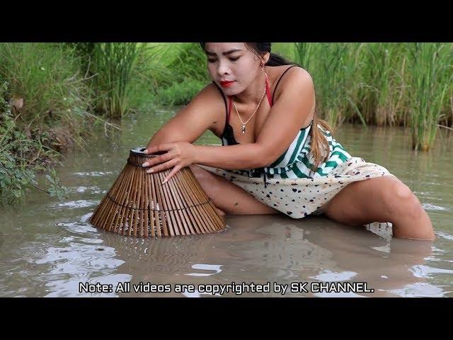 Amazing Fishing at Battambang// Beautiful Girl Fishing //How To Catch Fish By Hand(7)