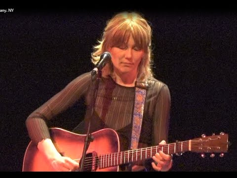 """Download Molly Tuttle """"Gentle On My Mind"""" 9/16/21 The Egg Albany, NY"""