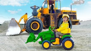سينيا تختار سيارات جديدة وعلى الجرار يساعد على حفر شاحنة ضخمة!