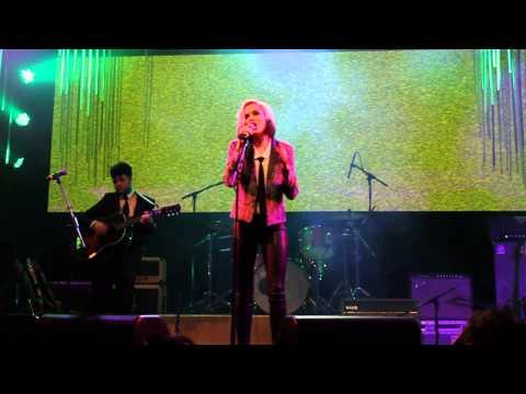 """Evan Rachel Wood singing """"High and Dry"""" by Radiohead"""