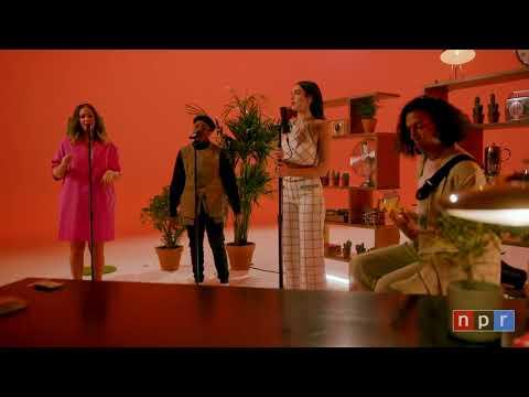 Dua Lipa – Pretty please (Español) Tiny Desk Home Concert