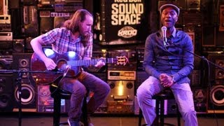 """Video Mike Einziger And Aloe Blacc Perform Avicii's """"Wake Me Up"""" Acoustic download MP3, 3GP, MP4, WEBM, AVI, FLV Agustus 2018"""