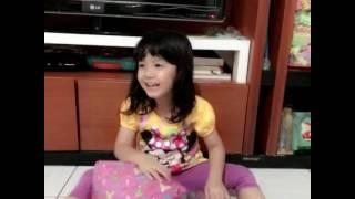 Kado Ultah untuk anak ❤️ Crystal Jacinth buka kado - Kado untuk Anak