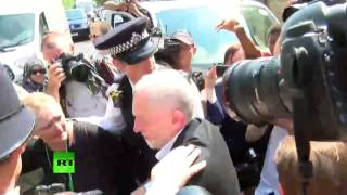 Jeremy Corbyn cheered while leaving Finsbury Park Mosque