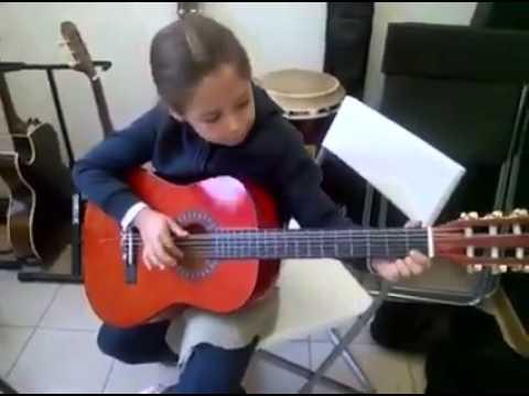 lezioni di chitarra : notasunota scuola di musica como