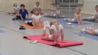 11 Часть.Урок балета для детей. Развитие данных у детей. Первые шаги в хореографии. Растяжка