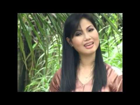 Ca Si Thuy Trang: Sa Mua Giong
