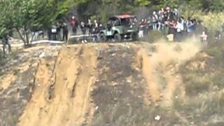 Шоу внедорожников в Запорожье(видео Александры Будилки/ V этап Чемпионата Украины 2011 года по экстремальному автокроссу