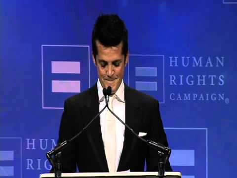 Actor Jonathan Del Arco Receives HRC Visibility Award
