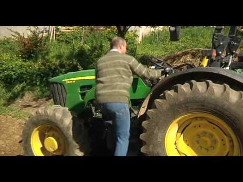 El susto de su vida, encima de un tractor