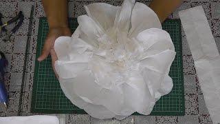 Большие цветы из бумаги. Мастер-класс(Видео-урок: Как сделать большие цветы из бумаги для украшения банкетного зала, свадебных арок, для оформлен..., 2015-09-08T16:06:29.000Z)