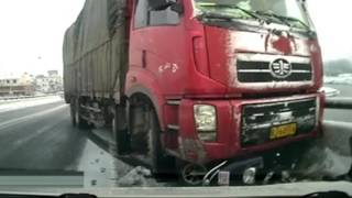 Cyclist survives being dragged 10m by Truck (China)