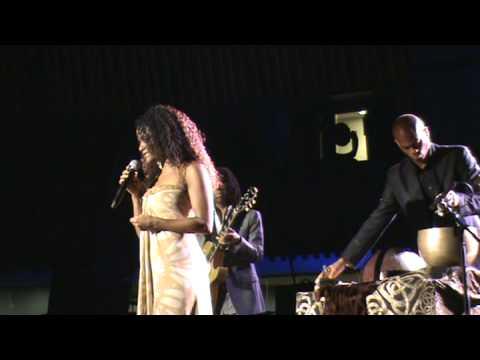 Izaline Calister singing Vlemayo