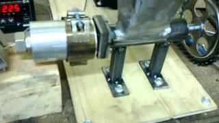 Самодельный экструдер для изготовления прутка к 3D Printer(Автор станка Михаил Подробности на форуме http://www.cyber-place.ru/showthread.php?t=565&page=2., 2013-04-19T19:54:35.000Z)