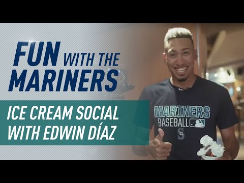 Mariners ice cream social with Edwin Diaz