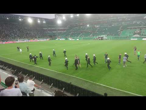 Rapid Hooligans attackieren