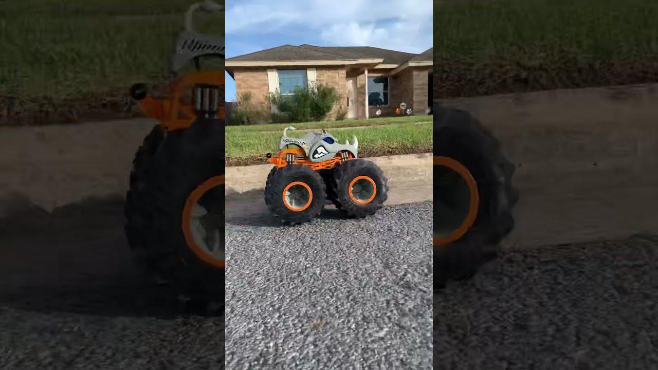 NEW Monster Truck R/C Remote Control  Hot Wheels Monster Truck Rhinomite w/ Vapor / Super Ryan Toys