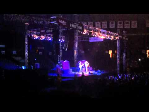 Brett Eldredge-She calls me Raymond live in Wichita