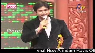 Ollywood Supertstar Arindam Roy Receiving Best Actor Award In 4th E TV CINE AWARD 2013 FUNCTION