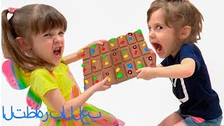 التظاهر باللعب بآلة حلوى .Pretend play