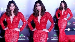 OMG !! Mouni Roy FLAUNTING Her B0LD & $EXY Look at Fillmfare Glamour & Style Awards 2019