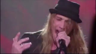 Repeat youtube video Whaaat!! Incredible performance! Travis Cormier - Dream On (Aerosmith)