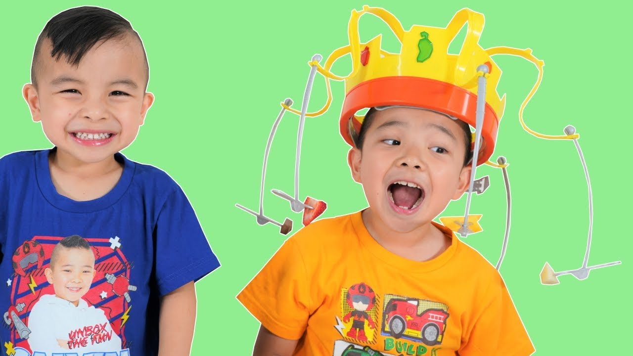 CHOW CROWN Fun Kids Food Challenge With CKN Toys