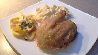 Курица, томленая в духовке при низких температурах, с пюре из сельдерея