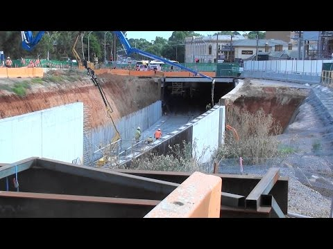 "O-Bahn guide-rail busway 10 Mar 2017 Bus Access Tunnel Progress ""Mad March"" Greater Adelaide Video"