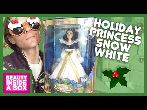 Holiday Princess Snow White (1998) - Doll Review - Beauty Inside A Box