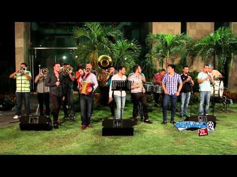 Grupo Fernandez Ft. Banda Renovacion - El Pariente De La O (En Vivo 2015)