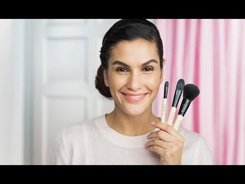 Makeup Brush School: Brushes for a Flawless Base | Oriflame Cosmetics