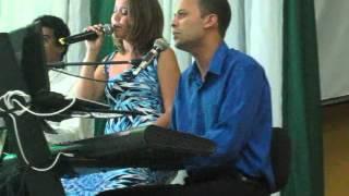 Noites Traiçoeiras - Mira e Leo cantando no culto ecumênico de Nanda!!!