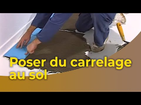 La pose du carrelage au sol youtube for Pose carrelage exterieur double encollage
