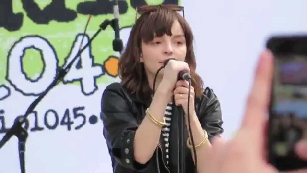 chvrches-the-mother-we-share-may-3-2014-philadelphia-pa-djironmike