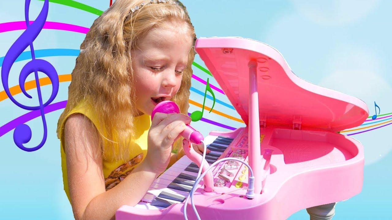 استيقظ! Nastya يلعب الآلات الموسيقية ويمنع أبي من النوم! التظاهر باللعب