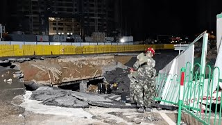 Giant sinkhole swallowing two cars in SE China caught on camera