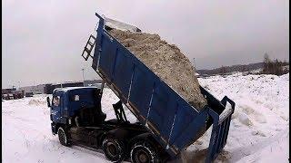 видео: Возим снег. Краткое возвращение на КамАЗ-6520. Рабочий день на самосвале ч.8