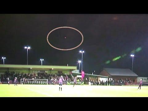 nouvel ordre mondial | Un OVNI filmé au-dessus d'un stade de football en Angleterre