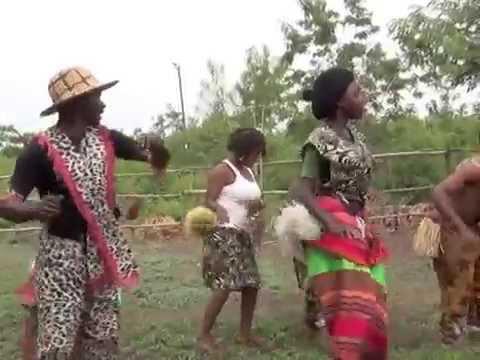 """Master Lawrence Kalenzi and his group perform """"Obunyamahunde"""""""