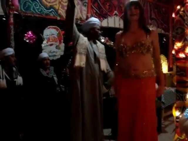 Sabouschka Zoumouroda in Egypt dancing Sha'abi with a gorgeous Rababa band