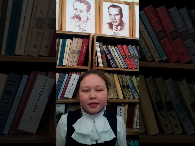 Изображение предпросмотра прочтения – СофияКорнийчук читает произведение «Утро в Москве» А.А.Блока
