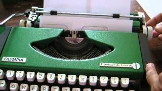 VTG super rare special GREEN OLYMPIA TRAVELLER LUXE typewriter,WORKING