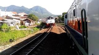 [Persilangan] Mutiara Selatan bersilang dengan Lodaya Pagi di stasiun Leles