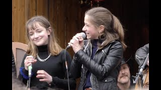 Mimi und Josefin mit The Boss Hoss auf dem Augsburger Rathausplatz - das komplette Konzert