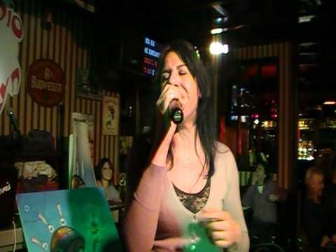 "Karaoke Match - Finale - Anna Pignatelli canta ""Resta in ascolto"""