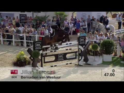 Jillian Terceira im Sattel von Bernadien van Westuur...